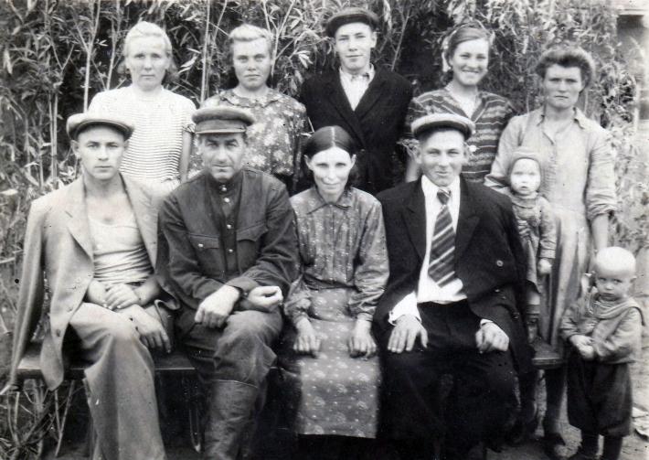 Немцы в Немецком посёлке близ Ангрена