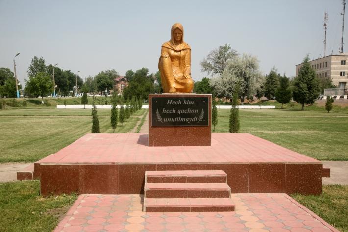 Памятник Скорбящей матери в Буке, 2015 год