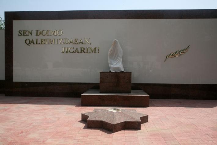 Памятник Скорбящей матери в Пскенте, 2015 год