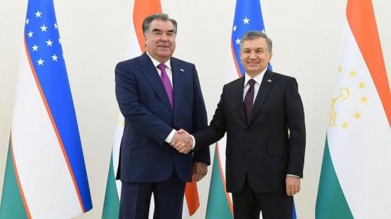 Знает ли Рахмон, что Мирзиёев собрался штрафовать за ведение делопроизводства на таджикском языке